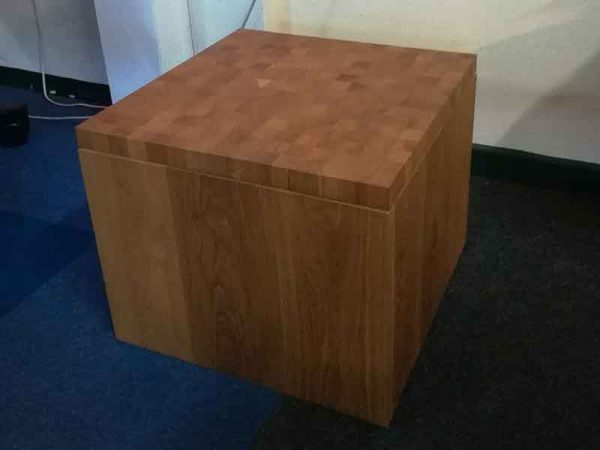 bijzettafel van hout