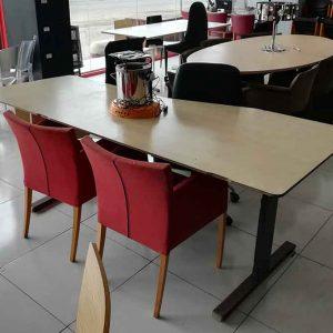 Lang bureau van 220cm met pc houder