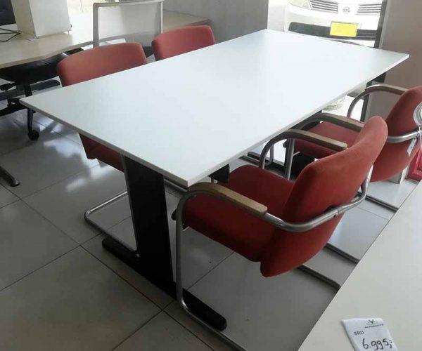 Tropenbestendige tafel met een I poot