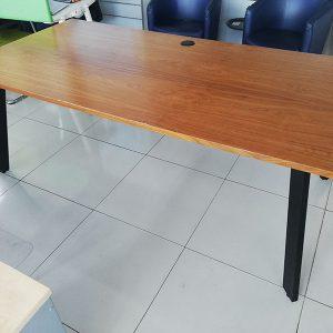 Werkplek met notenhouten gelakt blad - 200x100 cm