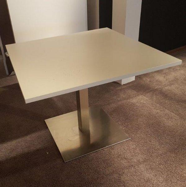 Luxe vierkante tafel in wit - 100x100cm