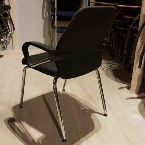 Luxe kantoorstoelen in zwart met chromen onderstel