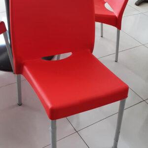 Kunststof kantinestoel in rood