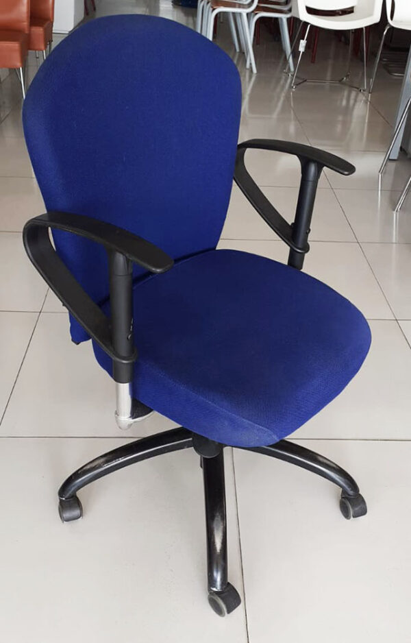 By Beta bureaustoel in blauw