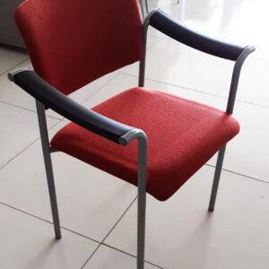 Gestoffeerde 4-poots stoel in rood